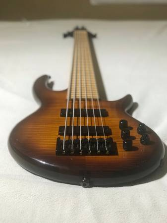 , Carvin / Kiesel Icon 6 string bass guitar, Best In Bass Guitars .Com, Best In Bass Guitars .Com