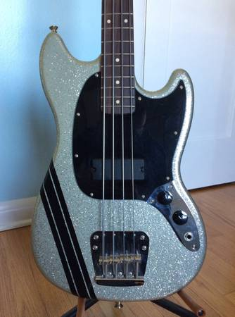 , Squier Mikey Way mustang bass, Best In Bass Guitars .Com, Best In Bass Guitars .Com