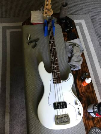 gand l bass guitar