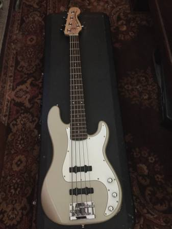 squire 5string bass guitar